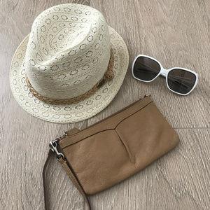 🌼 Dooney & Bourke Tan Leather Wristlet